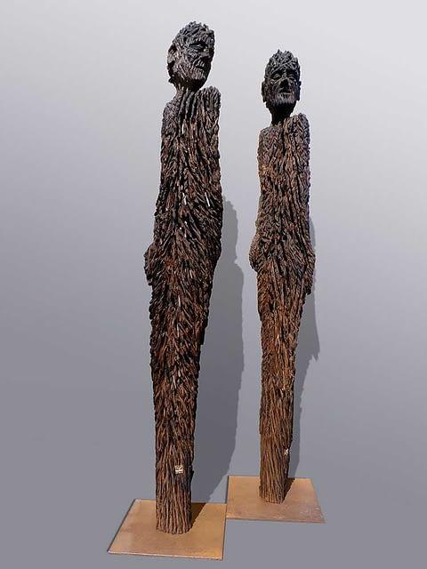 Holzskulpturen aus historische Pfahlgründungen
