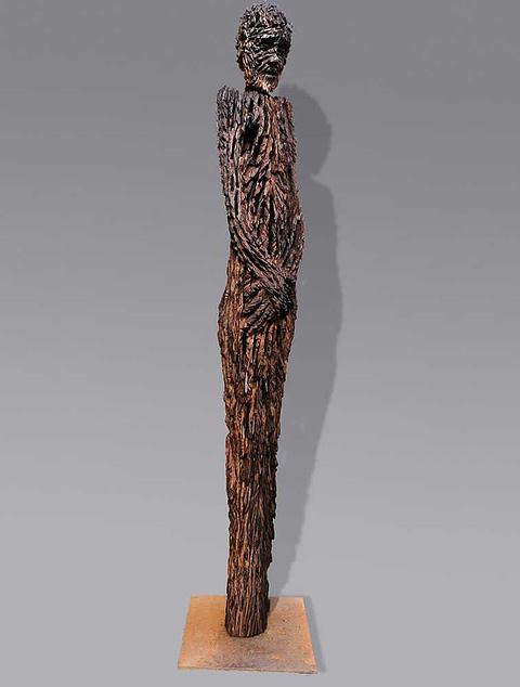 Skulpturen aus 400 Jahre altem Holz