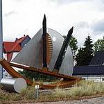 Kreisverkehr und fertige Skulptur