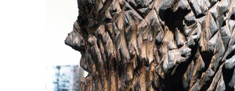 Holzskulpturen und Objekte