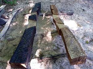 Holzskulptur Dialog steine ohne Grenzen