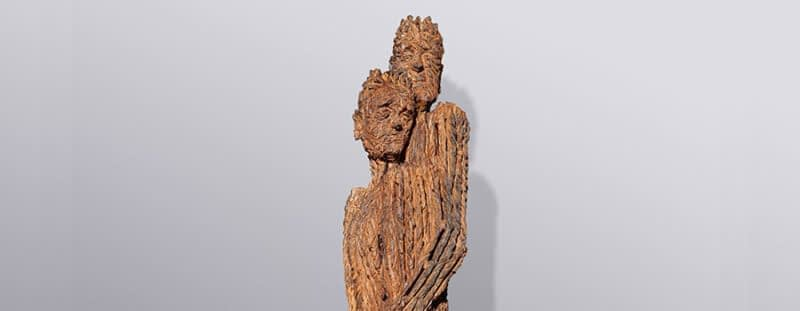 Holzskulptur und Objekte aus Holz