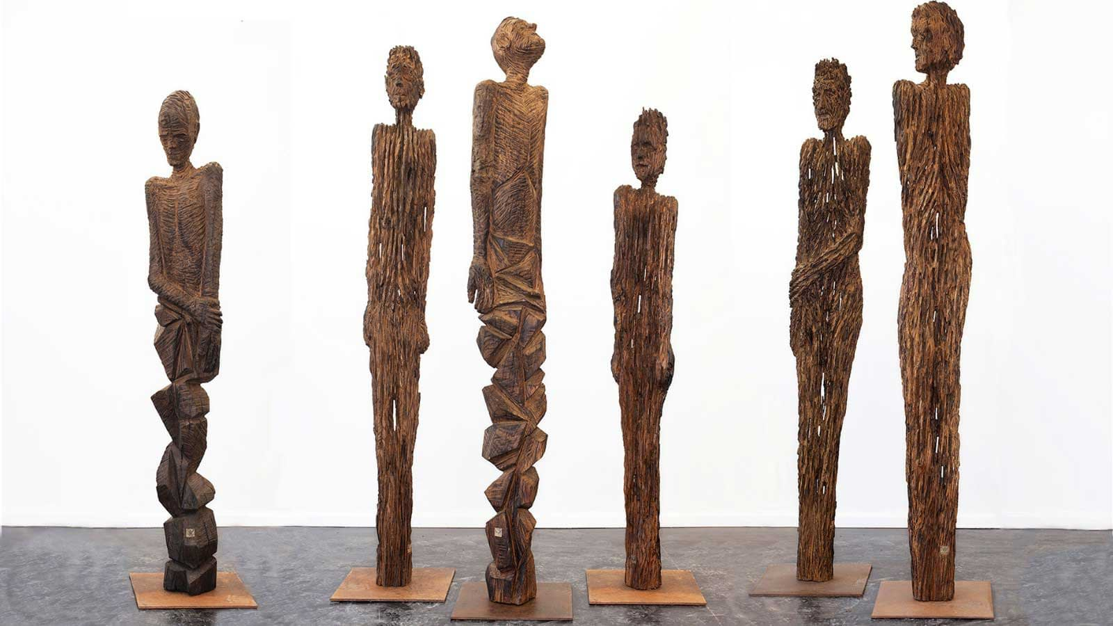 Skulpturen aus historischem Holz