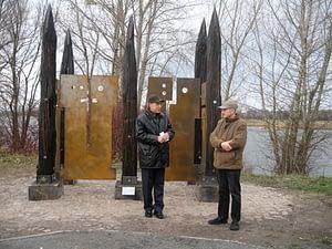 Übergabe der Skulptur an den Wächterhäusern in Schönebeck
