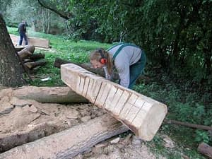 Bildhauer bei der Arbeit in Wietow